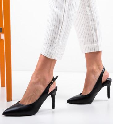 Обувки River Черни