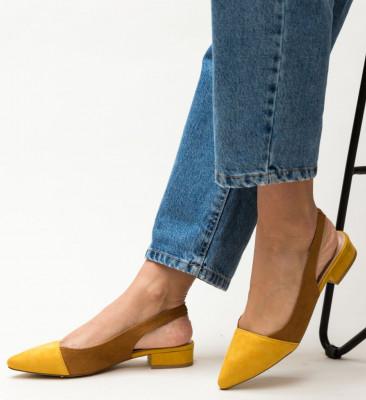 Обувки Adams Жълти