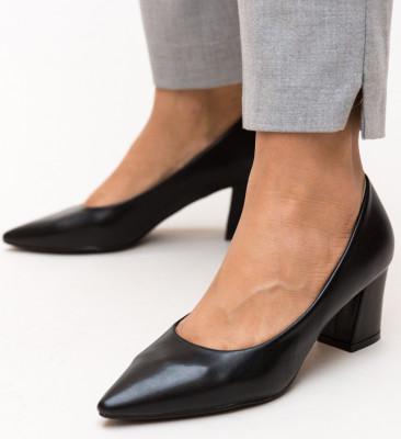 Обувки Carl Черни