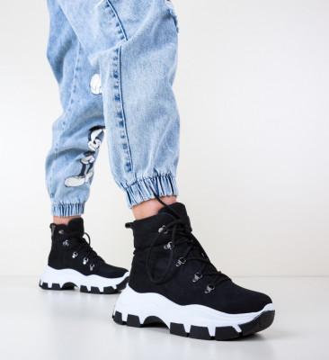 Спортни обувки Boots Черни