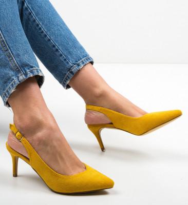 Обувки Chyna Жълти