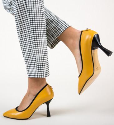 Обувки Latha Жълти