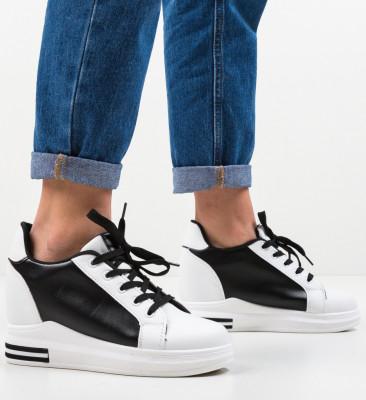 Спортни обувки Haines Черни