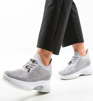 Спортни обувки Maira Сив