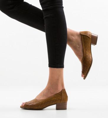 Обувки Clog Кафяв