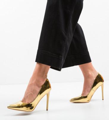 Обувки Mercado Златни
