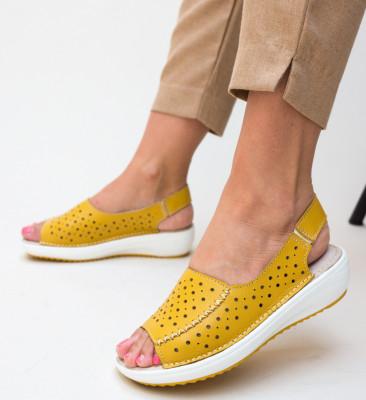 Ежедневни обувки Lindone Жълти