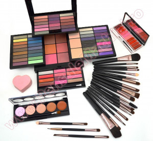 Set Machiaj Fashion Make Up Kit  + CADOURI