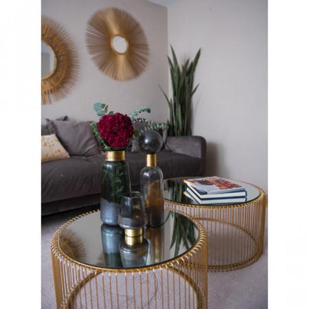 Set van twee glanzende, koperkleurige bijzettafels met spiegelend blad