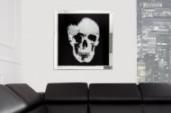 Exclusieve afbeelding MIRROR SKULL XL 60x60cm Diamanten schedel wanddecoratie LEVERBAAR IN AUGUSTUS