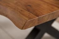 Massieve boomstam salontafel MAMMUT 110 cm acacia honing afwerking zwart X-frame