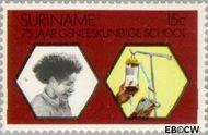 Suriname SU 621  1974 Geneeskundige School 15 cent  Gestempeld