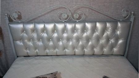 Pat dormitor tapitat Alb Charme, fier forjat cu tapiterie piele ecologica 140 x 200 cm