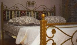 Pat matrimonial fier forjat Pablo, tapiterie stofa motive traditionale 180x200