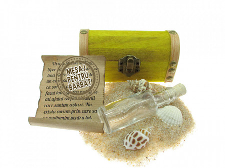 Cadou Barbati personalizat mesaj in sticla in cufar mic galben