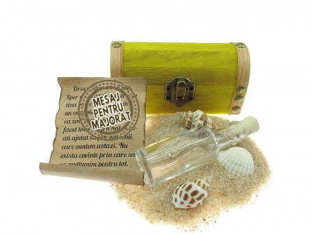 Cadou Majorat personalizat mesaj in sticla in cufar mic galben