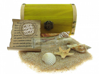 Cadou Barbati personalizat mesaj in sticla in cufar mediu galben