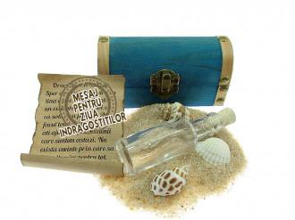 Cadou pentru Ziua Indragostitilor personalizat mesaj in sticla in cufar mic albastru