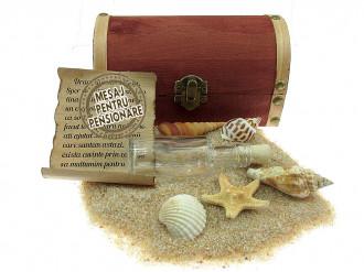 Cadou pentru Pensionare personalizat mesaj in sticla in cufar mediu maro