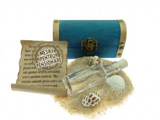 Cadou pentru Pensionare personalizat mesaj in sticla in cufar mic albastru
