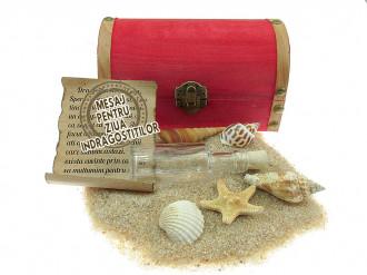 Cadou pentru Ziua Indragostitilor personalizat mesaj in sticla in cufar mediu rosu