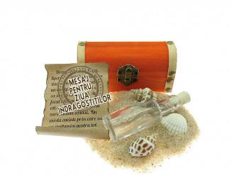 Cadou pentru Ziua Indragostitilor personalizat mesaj in sticla in cufar mic portocaliu
