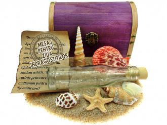 Cadou pentru Ziua Indragostitilor personalizat mesaj in sticla in cufar mare mov