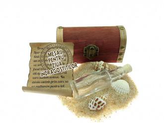 Cadou pentru Ziua Indragostitilor personalizat mesaj in sticla in cufar mic maro