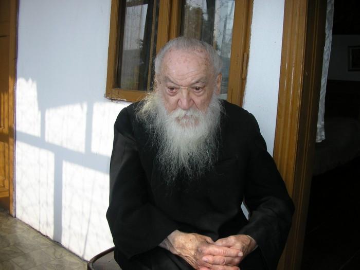 Pr. Adrian Făgețeanu – cum deosebeşti un preot de un popă?