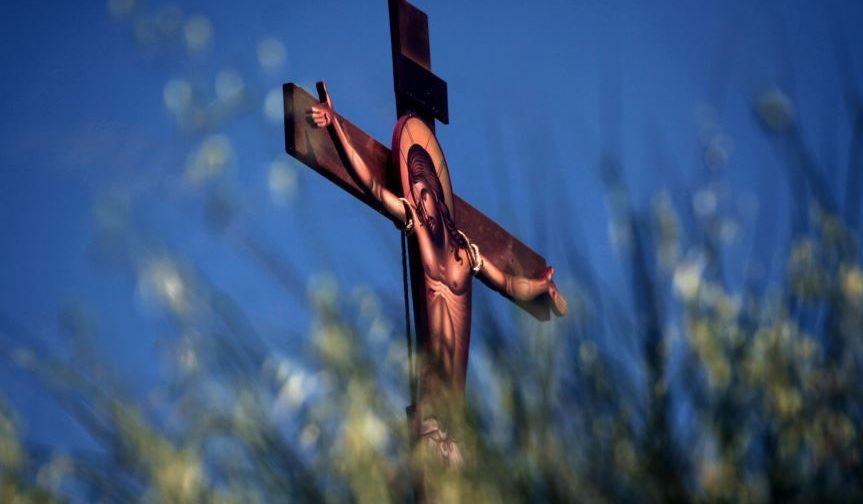Cea mai însemnată armă asupra diavolului este Cinstita Cruce, care îl înfricoşează
