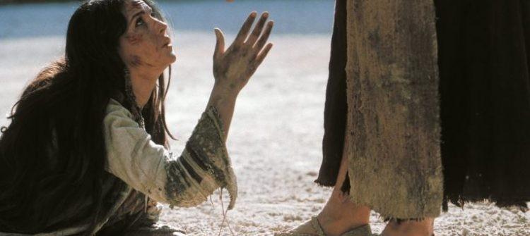 """Dumnezeu ne dă mâna şi ne spune """"Sus!"""""""