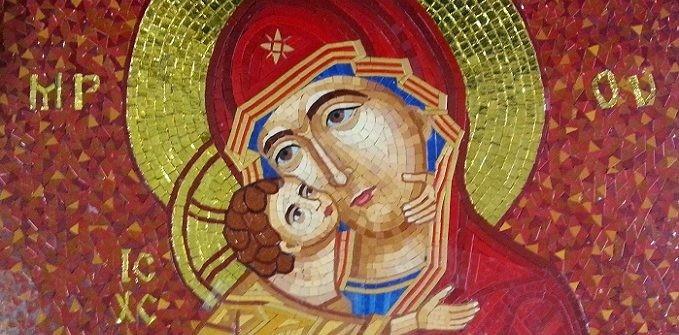 Printre cei pe care Maica Domnului îi mângâie și cărora le stă alături să fiți și voi!