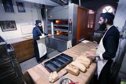 Nu este acelaşi lucru dacă îţi mănânci pâinea cu binecuvântare sau fără