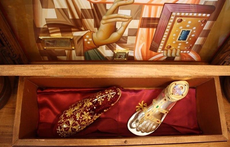 Papucii Sfântului Spiridon se tocesc constant