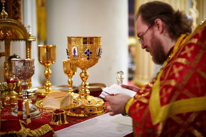 Căutați să fiți pomeniți la Liturghie