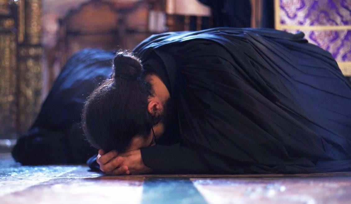 Metaniile înseamnă rugăciune şi ajuta mai mult decât toate celelalte nevoinţe duhovniceşti