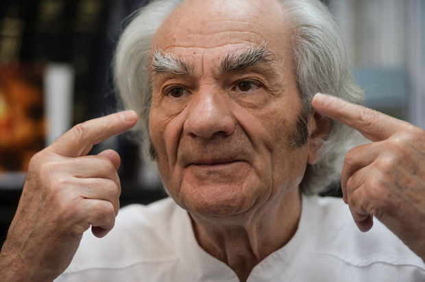 """Prof. dr. Leon Dănăilă: """"Credința în Dumnezeu îi dă bolnavului o imunitate mai bună, el rezistă mai bine la boală pentru că boala este formată 50% din stare organică și 50% din stare psihică"""""""