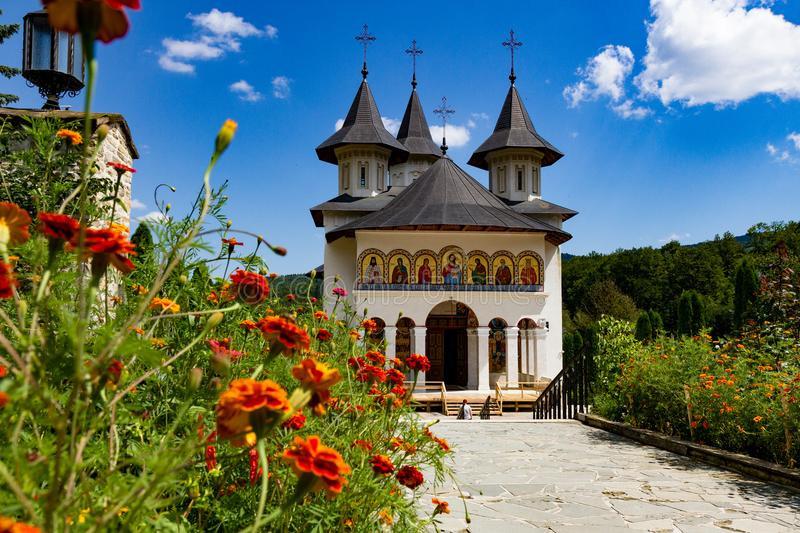 Parintele Varsanufie de la Sihastria: Banul L-a înlocuit pe Dumnezeu