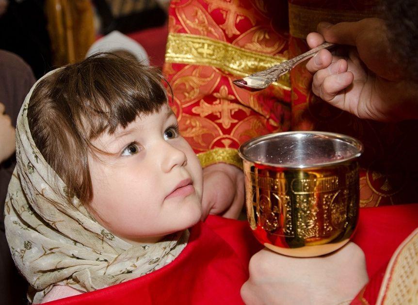 Sindromul Down şi debilitatea mintală la copii vindecate printr-o deasă împărtăşire cu Sfintele Taine