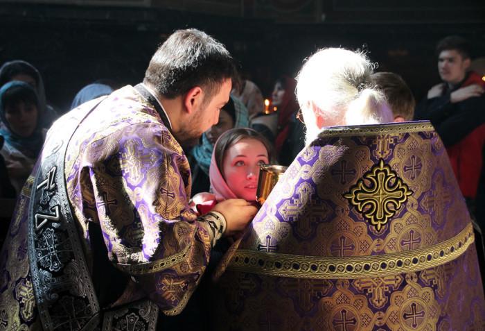 Este cu putință să creadă cineva, fără să participe la sfintele Taine ale Bisericii?