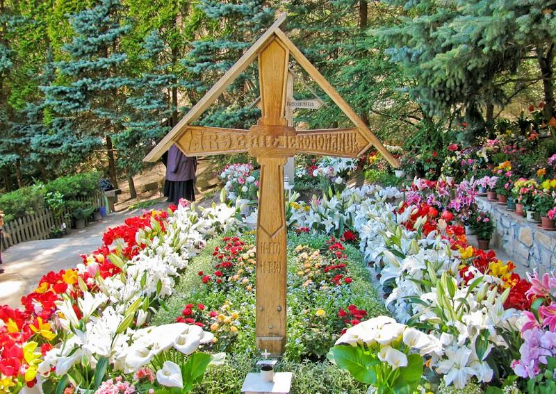 Întâmplarea unui tânăr necredincios la mormântul Părintelui Arsenie Boca