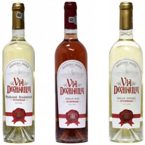 Pachet 3 vinuri dulci-demidulci Via Domnului: Tamaioasa romaneasca + Merlot Roze + Muscat ottonel