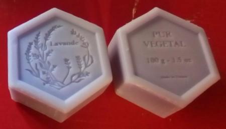 sapone artigianale esagonale lavanda 100gr in sacchetto di organza