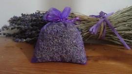 sacchetto di organza viola con circa 20gr di lavanda 10x13 cm