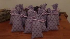 50 sacchetti in tessuto provenzale lilla scuro 13x6cm con circa 15 gr di lavanda