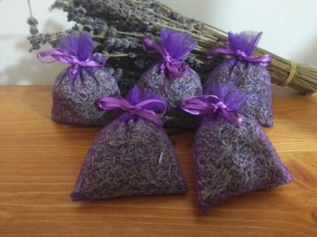 5 sacchetti di organza viola con circa 7gr di lavanda 7x9 cm