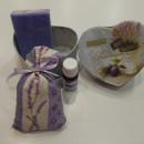 scatolina cartone forma cuore olive con saponetta sacchetto e 10ml olio essenziale