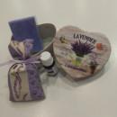 scatolina cartone forma cuore viola con saponetta sacchetto e 10ml olio essenziale