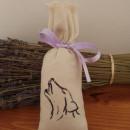 sacchetto cotone ricamato 7x18 cm con 30 gr di lavanda cane ulula piccolo