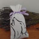 sacchetto cotone ricamato 7x18 cm con 30 gr di lavanda cane ulula grande